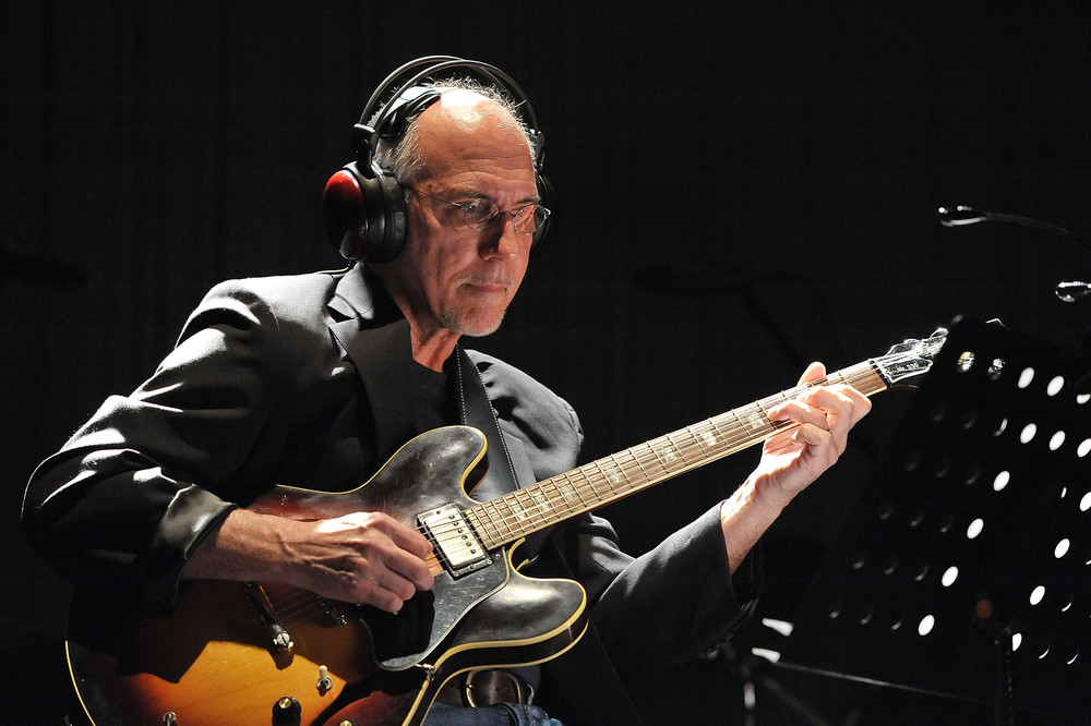 Larry Carlton